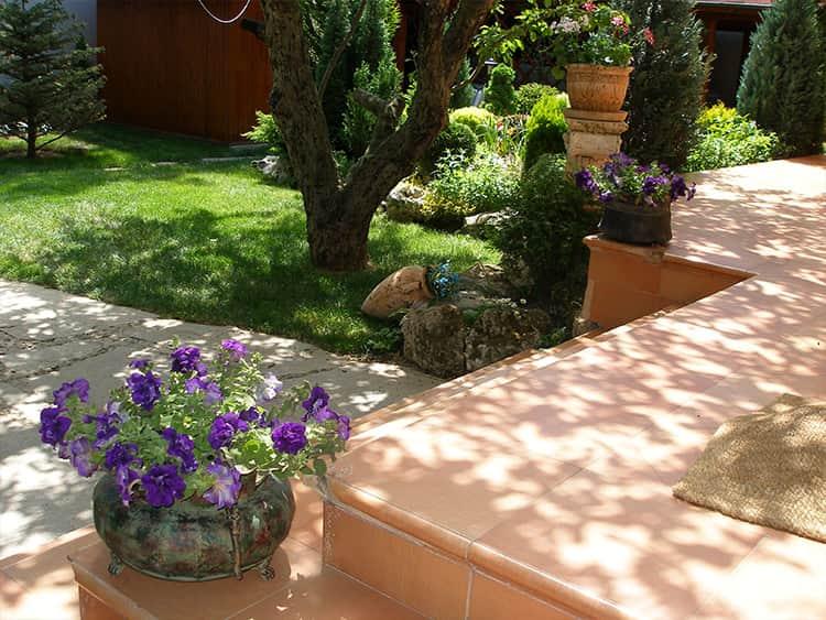 Озеленяване на частен двор Банкя