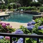 Градината - зеленият оазис около басейна